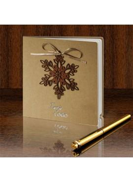 Kartka Świąteczna z Przymocowaną Drewnianą Śnieżynką FS507