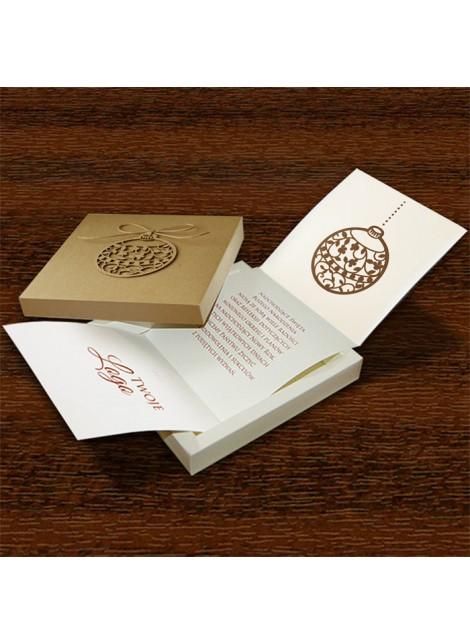 Kartka Świąteczna w Formie Pudełka z Przyklejoną Bombką FS501