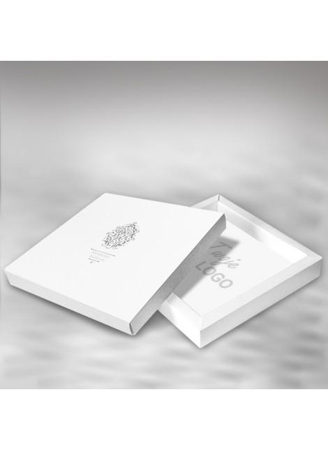 Kartka Świąteczna w Formie Pudełka z Wysrebrzoną Pisanką W334